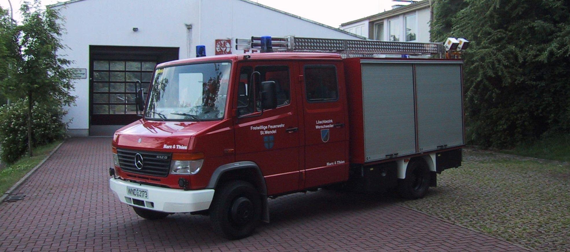 Fahrzeug_vor_Gertehaus_schmal
